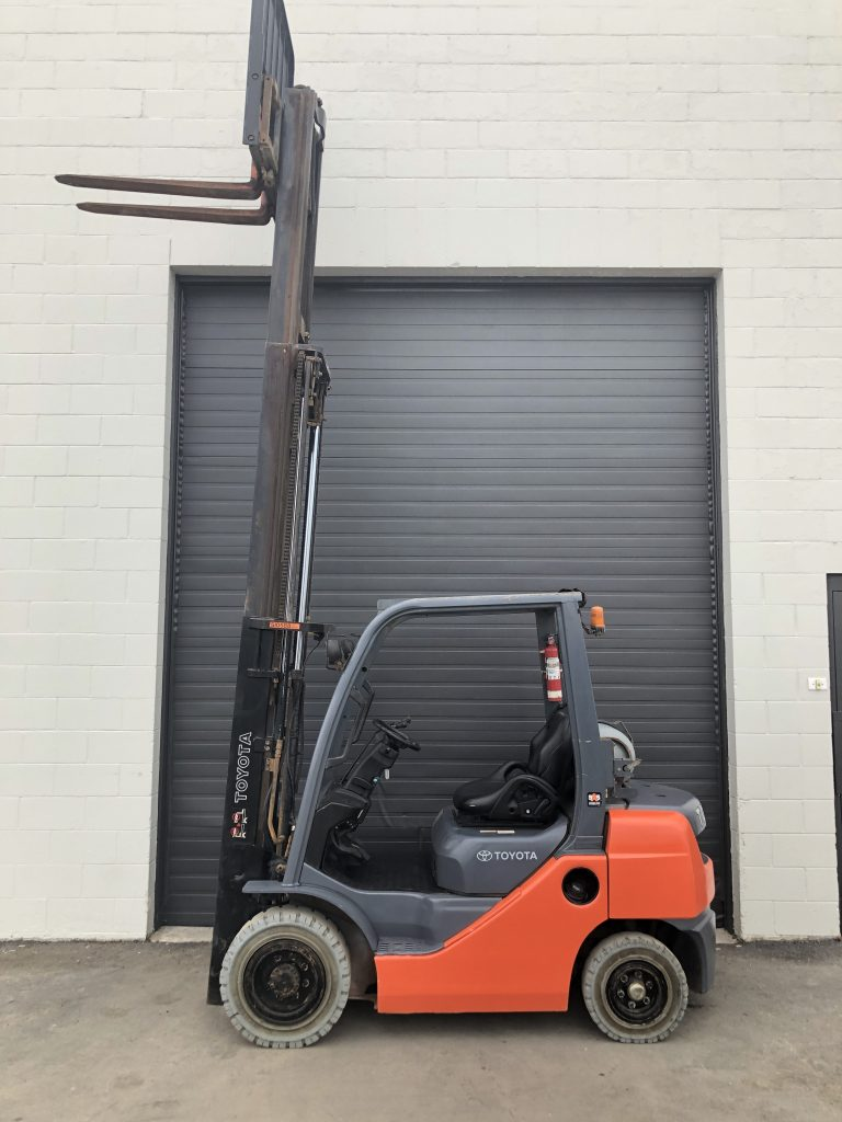 Used Toyota Forklift for sale in Alberta Canada - Towable Tools