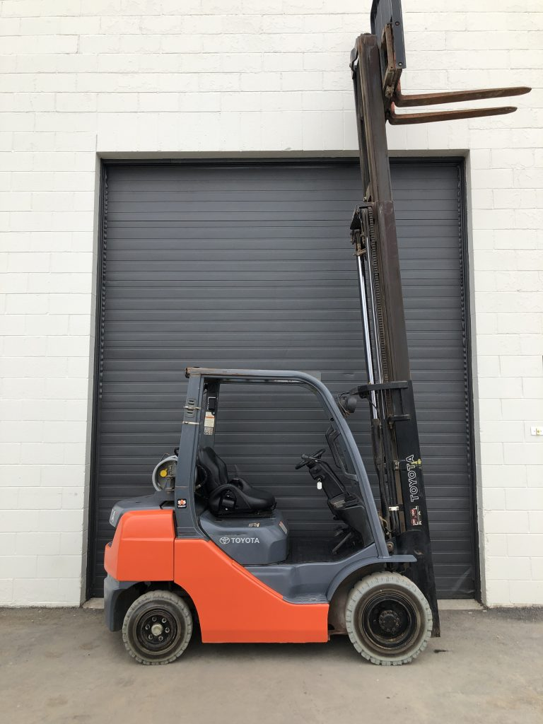 Used Toyota propane forklift for sale. 8FGU25 - 5000 lbs